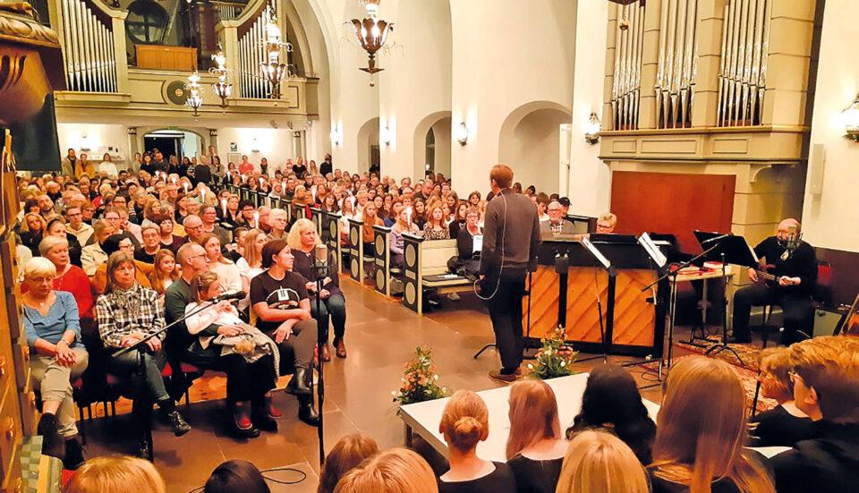 Lalehs musik fyllde Älmhults kyrka