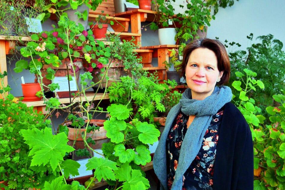 Eva Uppsäll driver trädgårdsdelen på orangeriet